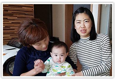 복지관이용자와 아기 사진